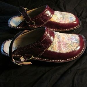 Alegria by PG Lite floral patterned clogs size 38